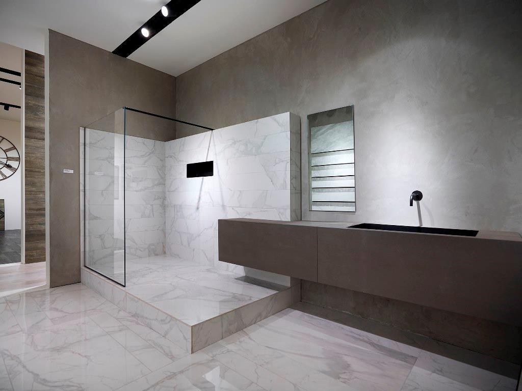 Bagni moderni chiari design casa creativa e mobili for Bagni rivestimenti e pavimenti